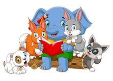 Veel dierlijk lezingsboek met grote olifant royalty-vrije illustratie