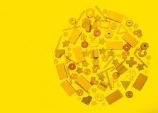 Veel geel speelgoed royalty-vrije stock afbeelding