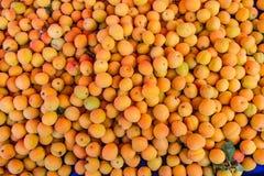 Veel gele perziken royalty-vrije stock afbeeldingen