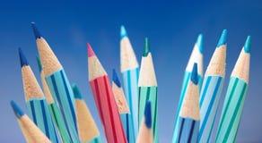 Veel kleurenpotloden Stock Afbeelding
