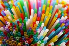 Veel kleurrijk stro voor dranken Royalty-vrije Stock Foto's