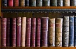 Veel oude boeken in een bibliotheek Royalty-vrije Stock Afbeelding