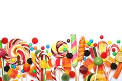 Veel verschillend yummy suikergoed op witte achtergrond, hoogste mening royalty-vrije stock foto's