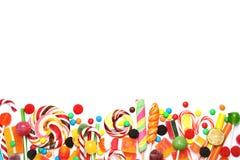 Veel verschillend yummy suikergoed op witte achtergrond, hoogste mening stock foto's
