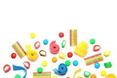Veel verschillend yummy suikergoed op witte achtergrond, hoogste mening royalty-vrije stock foto