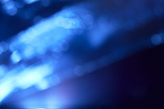 Veelhoekige blauwe gekleurde lichtstralen met bokeh royalty-vrije stock afbeeldingen