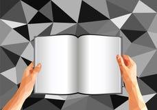 Veelhoekige handen die een open boek met blanco pagina's houden stock illustratie