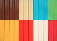 Veelkleurig galvaniseer of de textuur van de zinkmuur stock afbeelding
