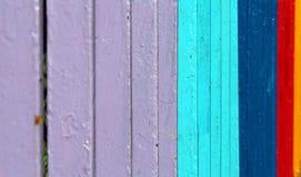 Veelkleurig metaaltraliewerk stock afbeeldingen