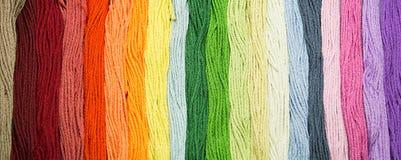 Veelkleurige het naaien dradentextuur Stock Foto's