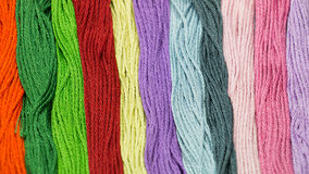 Veelkleurige het naaien dradentextuur Stock Afbeeldingen
