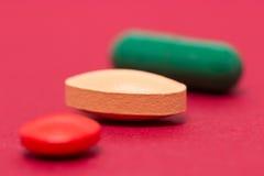 Veelkleurige pillen Stock Afbeeldingen