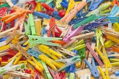 Veelkleurige wasknijpers Royalty-vrije Stock Afbeeldingen