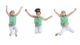 _veelvoud stellen van gelukkig meisje springen in de lucht royalty-vrije stock afbeelding