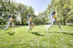 Veelvoudig beeld van jonge Aziatische vrouwenjogging bij park royalty-vrije stock foto