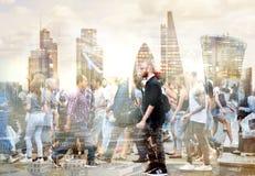 Veelvoudig blootstellingsbeeld van lopende mensen in Londen Bedrijfs conceptenillustratie stock afbeelding