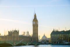 Veelvoudig blootstellingsbeeld van mooie ochtend op de brug van Westminster Londen, het UK stock afbeeldingen
