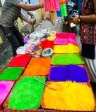 Veelvoudig de kleurenpoeder van het Holifestival voor verkoop in kommen stock foto