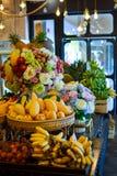 Veelvoudig fruit op de lijst royalty-vrije stock foto