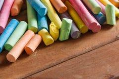Veelvoudig kleurrijk krijt stock foto's
