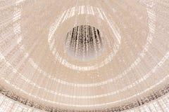 Veelvoudig wit die cirkelplafond met het aansteken van binnenkant met uiterst kleine vlinders bij warenhuis in Doubai wordt verfr Royalty-vrije Stock Foto's