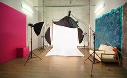 Veelvoudige achtergronden binnen studio Royalty-vrije Stock Afbeeldingen