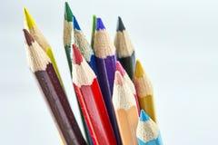 Veelvoudige kleurpotloden stock foto