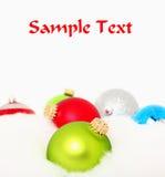 Veelvoudige Ornamenten in Sneeuw Stock Foto's