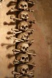 Veelvoudige schedels die in godsdienstig kunstwerk worden gevormd Stock Fotografie