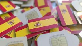 Veelvoudige Simkaarten met vlag van Spanje Het Spaanse mobiele telecommunicatie conceptuele 3D teruggeven stock illustratie