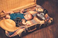 Veelvoudige taken Portret van gelukkig weinig kind Snoepje weinig baby Het nieuwe leven en geboorte Familie Kinderverzorging Klei stock afbeeldingen