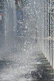 Veelvoudige verticale waterspuiten Stock Foto