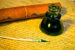 Veer, inktpot en document royalty-vrije stock fotografie