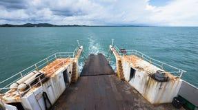 Veerboot aan Koh Chang in Thailand Stock Foto's