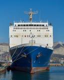 Veerboot bij de pijler stock fotografie