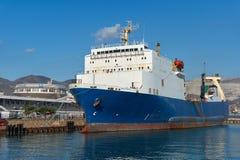 Veerboot bij de pijler royalty-vrije stock afbeeldingen