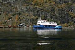 Veerboot bij flam royalty-vrije stock afbeelding