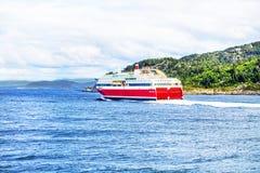 Veerboot bij het overzees Stock Fotografie