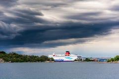 Veerboot bij kade in Karlskrona wordt vastgelegd die Stock Afbeeldingen