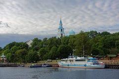 Veerboot bij Valaam-eiland, Rusland Stock Afbeeldingen