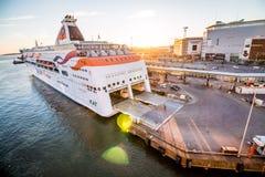 Veerboot bij Zonsondergang Royalty-vrije Stock Foto