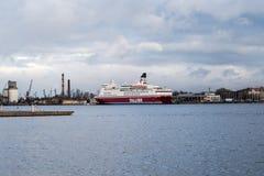 Veerboot in de haven Royalty-vrije Stock Afbeeldingen