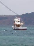 Veerboot die door bosphorusstraat varen Stock Foto