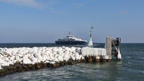 Veerboot die Haven verlaat Stock Fotografie