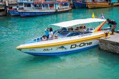 Veerboot het aankomen haven stock fotografie