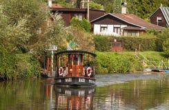 Veerboot Kazi op Berounka-rivier stock fotografie