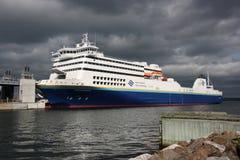 Veerboot met Donkere Hemel Royalty-vrije Stock Foto
