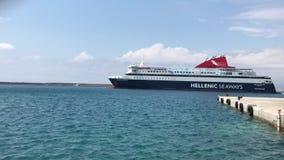 Veerboot Naderbij komende Haven stock video