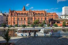 Veerboot op de Rivier Brda in Bydgoszcz royalty-vrije stock fotografie