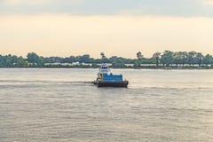 Veerboot op de rivier van de Mississippi in Baton Rouge stock afbeeldingen